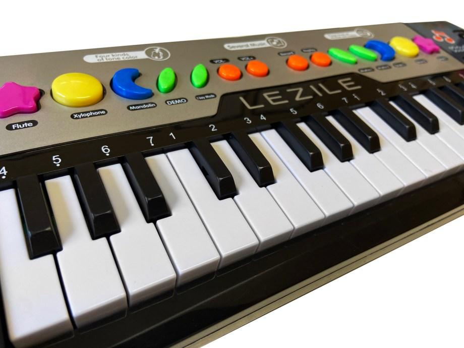 Dječja Klavijatura na baterije, 32 tipke. Dječja klavjatura sa 32 tipke, raznim zvukovima, melodijama, ritmovima.