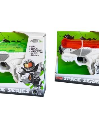 Svemirski pištolj na baterije sa svjetlom i zvukom. Ovaj pištolj obradovati će svu djecu koja vole oružje i svemirske motive.