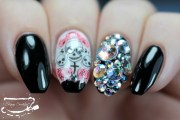nailart blinged skull nails