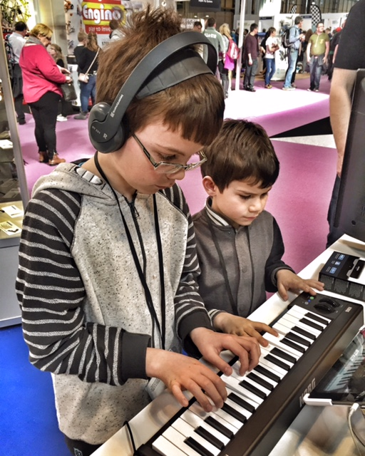 isaac-toby-piano-gadget-show-live
