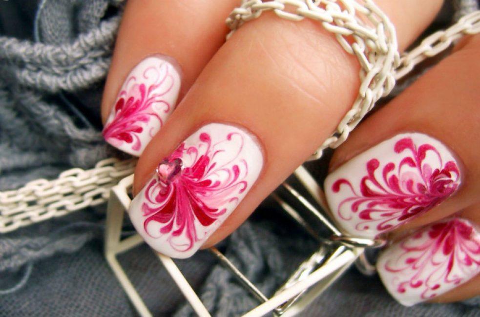 Et eksempel på sløret manicure
