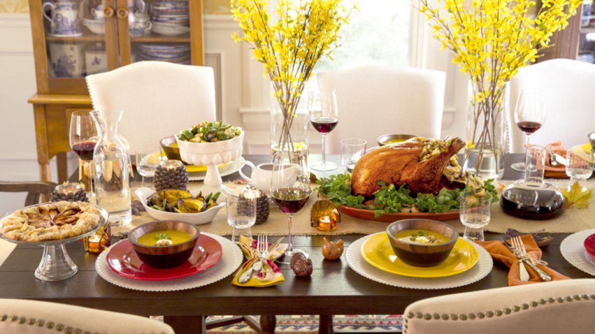 Расположение блюд на столе