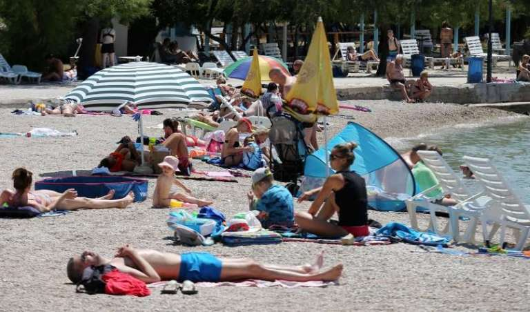 V avgustu še več Slovencev na Hrvaškem