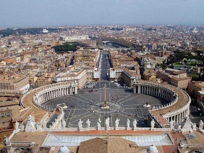 Площадь Святого Петра в Риме.