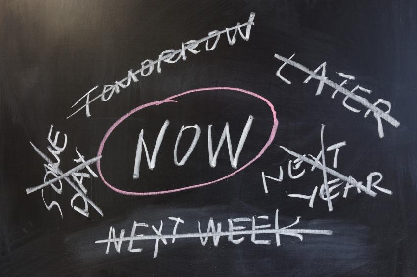 Now Later Maintenant procrastination procrastiner