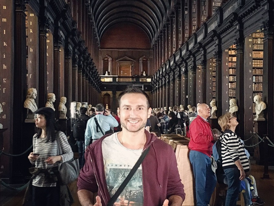 Slow World Book Of Kells Dublin Livres