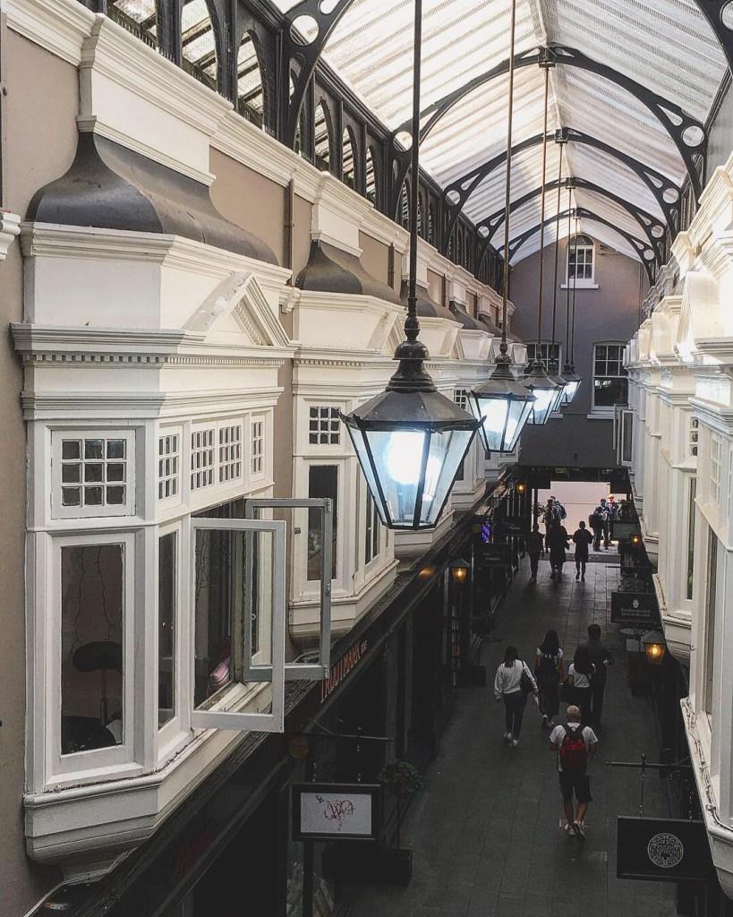 Cardiff Victorian Arcades Pays de Galles Lustres Fenetres