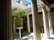 Peristil (curtea interioară) Villa Grecque Kerylos. Photo: ©SLOWAHOLIC