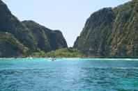 De departe. Maya Beach, Koh Phi Phi. Photo: ©SLOWAHOLIC