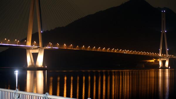 ライトアップされた多々羅大橋
