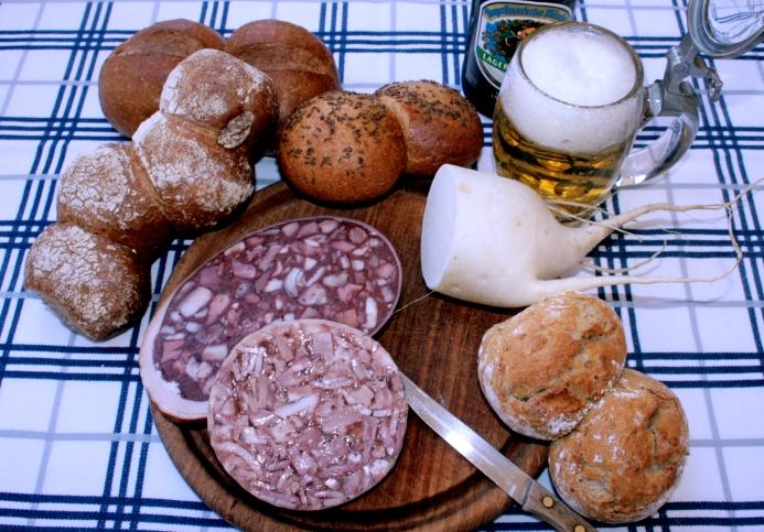 Von links: Pfennigmuckerln, Maurerlaiberl, Riemische, Schuastabuam (Foto: R.Böhler)