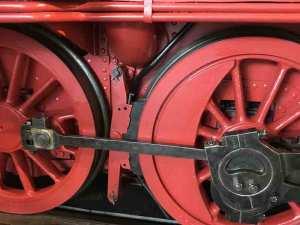 Bahn: Die Räder einer alten Lok / Foto: Larissa Vassilian