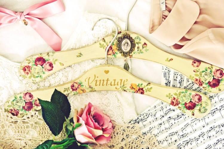 Wieszaki na ubrania w stylu vintage – decoupage krok po kroku