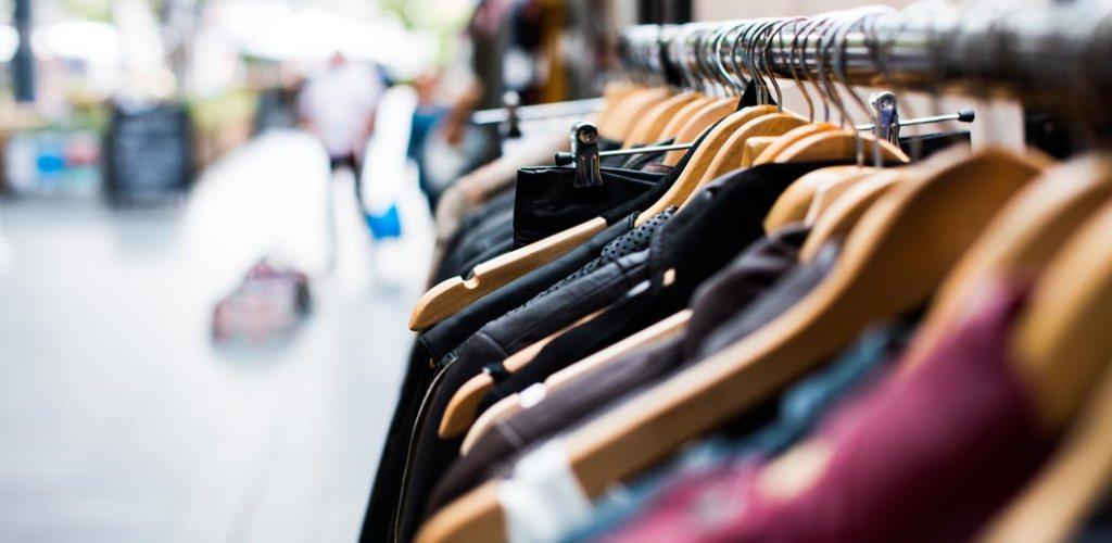 3Tipp Second Hand Mode - 8 Tipps für mehr Nachhaltigkeit beim Shopping und im Gebrauch mit deiner Kleidung - slowli