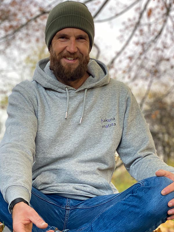 nachhaltiger-hoodie-fair-fashion-pullover-hakuna-matata-slowli-3