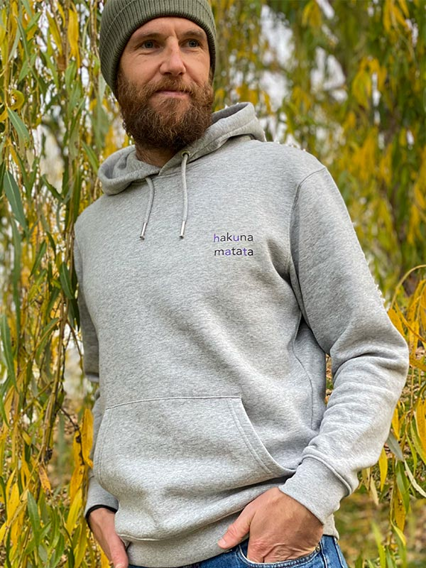 nachhaltiger-hoodie-fair-fashion-pullover-hakuna-matata-slowli-5