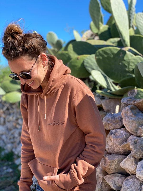 nachhaltiger-pullover-hoodie-wanderlust-2-slowli