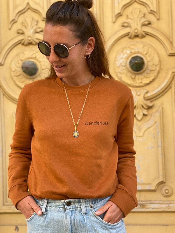 nachhaltiger-pullover-sweatshirt-wanderlust-5-slowli