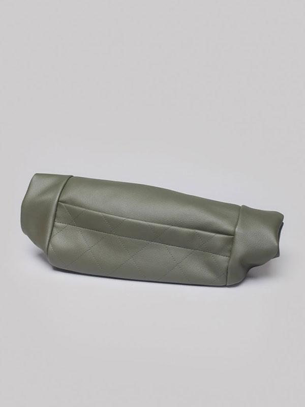 wetheknot-nachhaltig-vegan-leder-rucksack-rolltop-olive-gruen-wasserfest-3-slowli