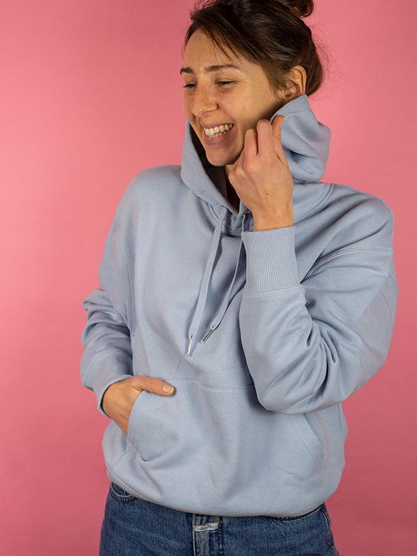 nachhaltiger-oversize-pullover-hoodie-minimalist-blau-blue-1-slowli