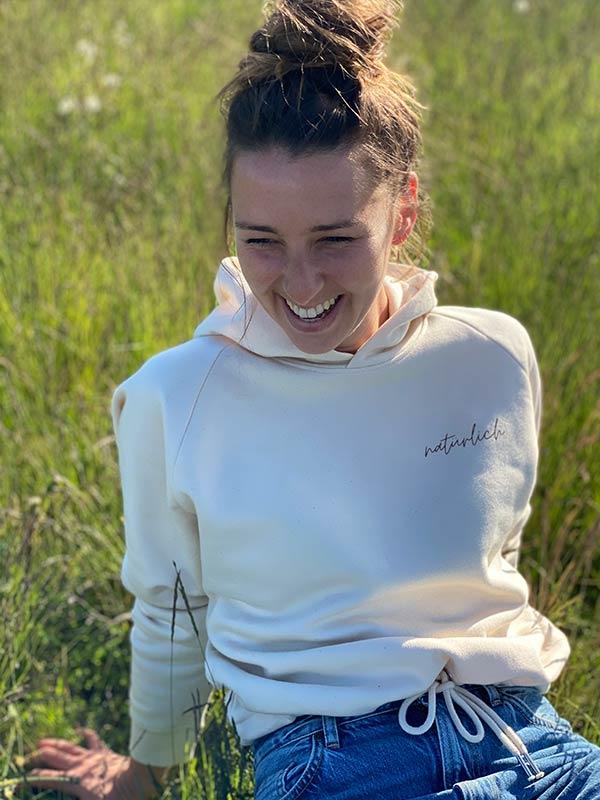 nachhaltiger-pullover-hoodie-mfair-fashion-natuerlich-beige-11-slowli