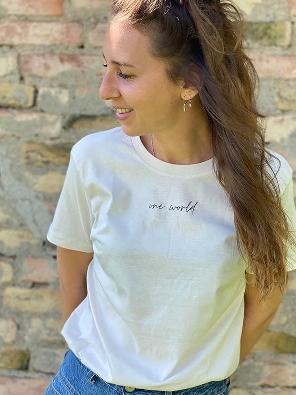 nachhaltiges-shirt-one-world-vintage-white-creme-biobaumwolle-slowli_2