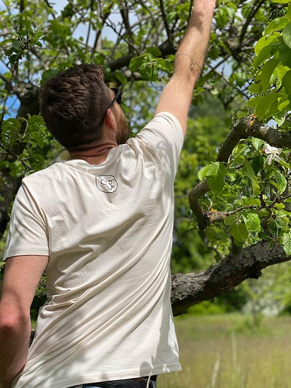 nachhaltiges-shirt-one-world-vintage-white-creme-biobaumwolle-slowli_4