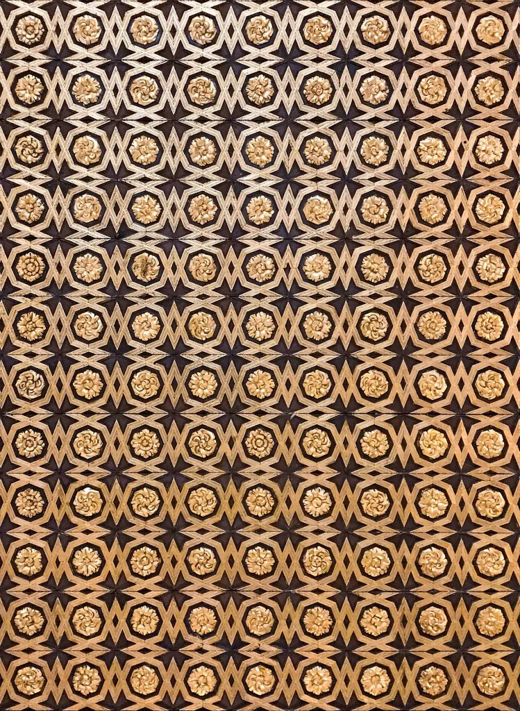 Arabic pattern ceiling gold and black