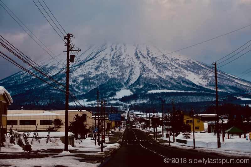 真狩村道道66号線から見た羊蹄山