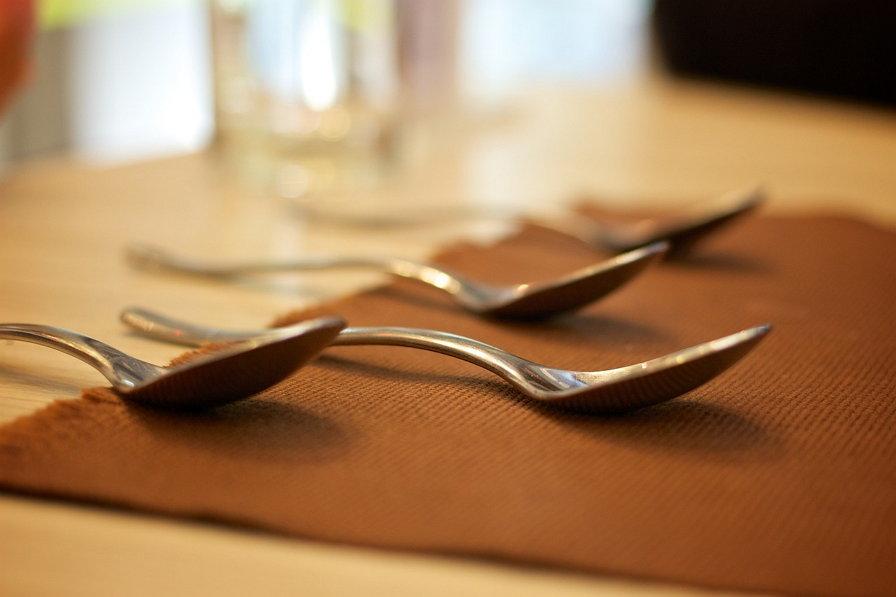 식탁 숟가락 가족 식사 가부장