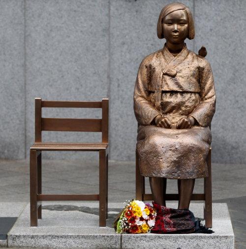 '평화의 소녀상'은 일본 제국주의 범죄뿐만 아니라 모든 전쟁범죄의 야만을 고발한다.