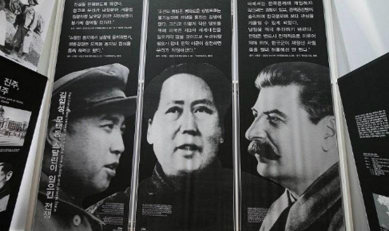 김일성, 마오, 스탈린 (출처 미상)