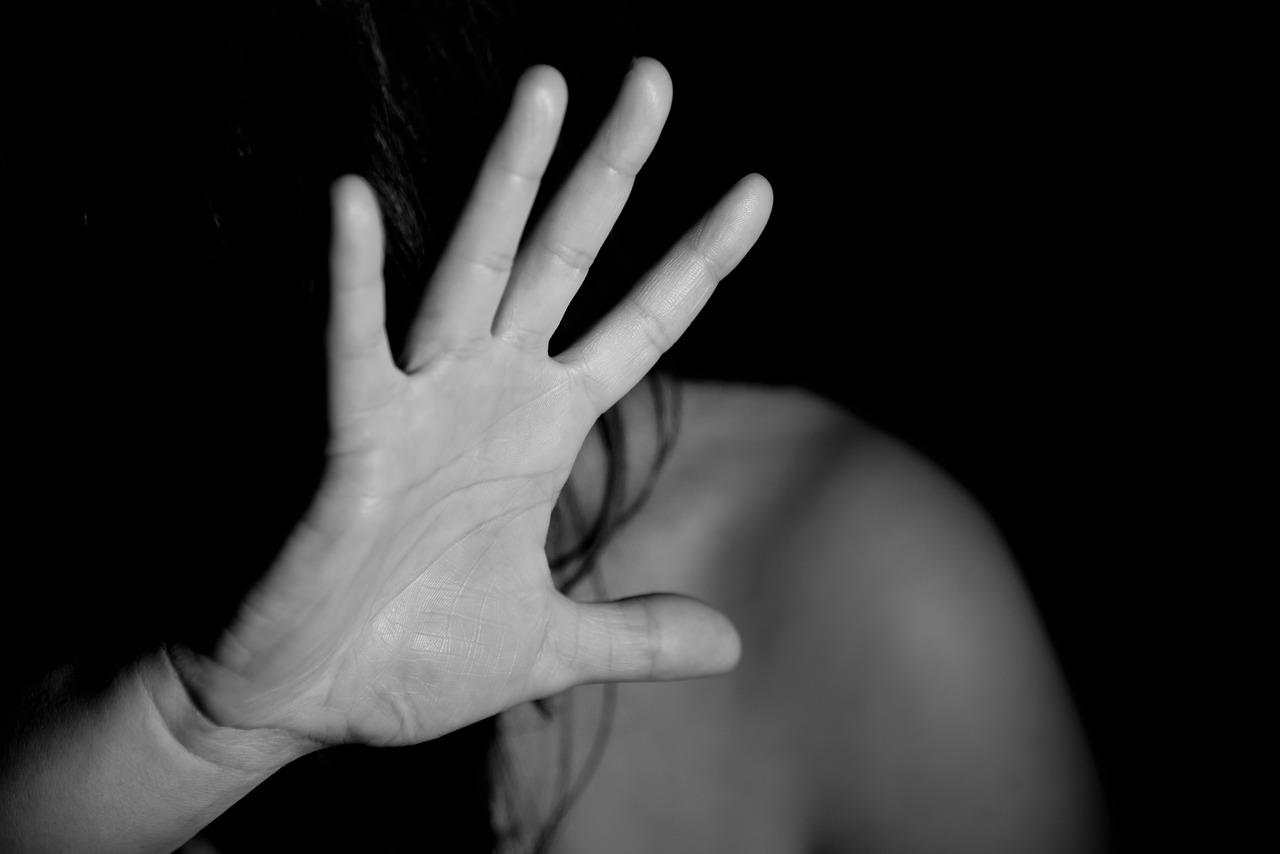 남성 여성 불안 폭력 폭행