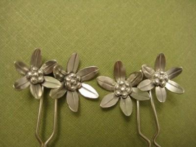 SWEETEST Delicate Daisies Hair pins Wedding Hair Jewelry