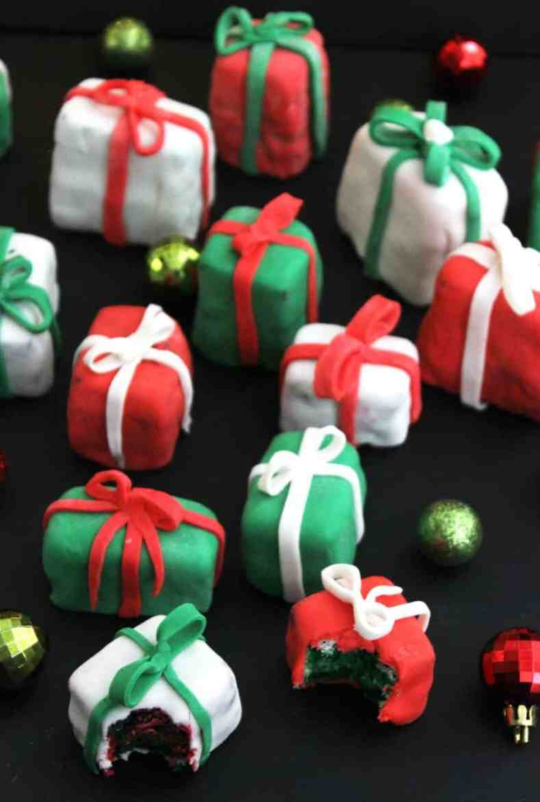 These mini Christmas Present Cakes are perfect for entertaining over the festive season! A simple sponge and buttercream recipe they are perfect for a novice baker - like me! Mix and match vibrant colours for full on Christmas appeal! Christmas Cake | Christmas Party Food | Sponge Christmas cakes | Party Food #christmascake #partyfood #festivedessert #christmasdessert