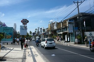 Walking along one of the main roads in Kuta -    looks a bit like Panama City Beach, no?