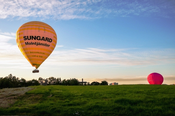 Hot_air_balloons_over_Gardet3