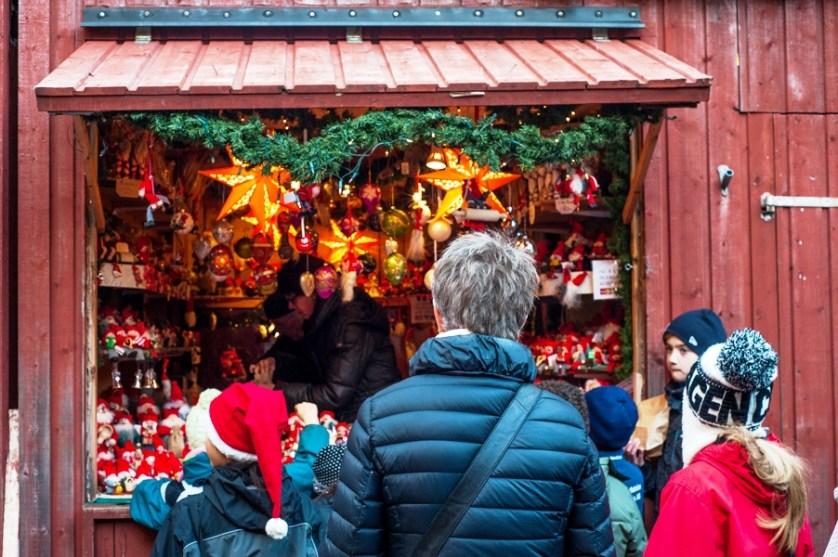 Lola_Akerstrom_Christmas_03
