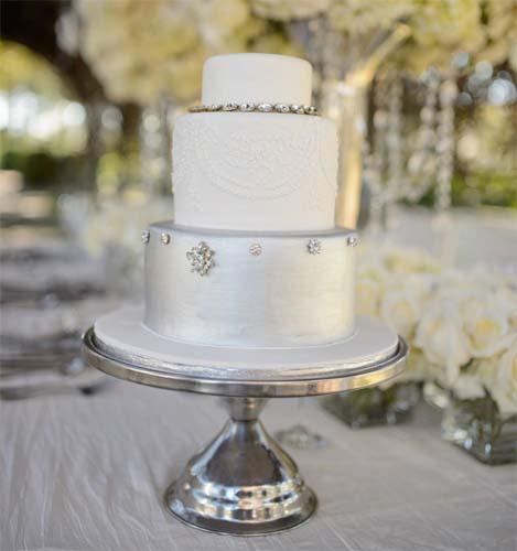 srebrny tort na wesele