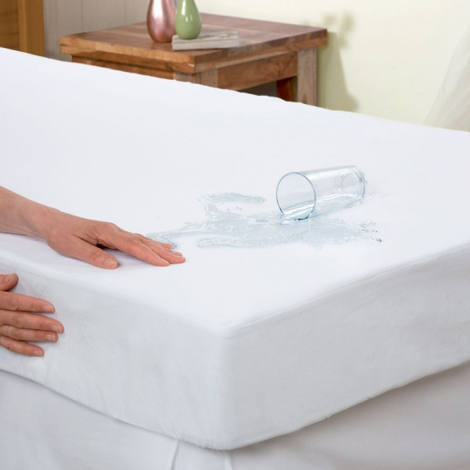 Best Waterproof Mattress Protector Reviews Hint These Don T Let Anything Through Slumberist