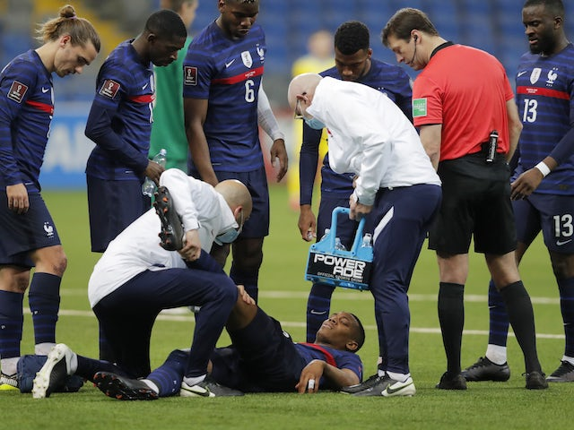 Frenchman Anthony Martial receives medical treatment on March 28, 2021