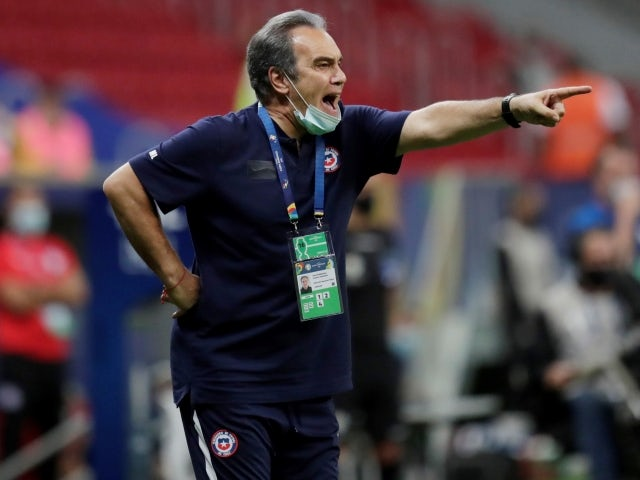 Chile manager Martin Lasarte reacts during the match on June 25, 2021