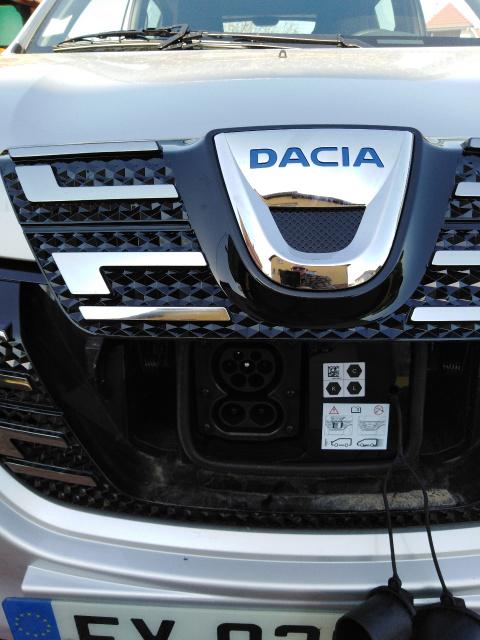 Trappe et connecteur de recharge Dacia Spring