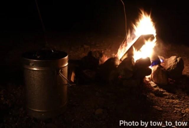 CAZUキャンプ場焚き火と火消しツボ