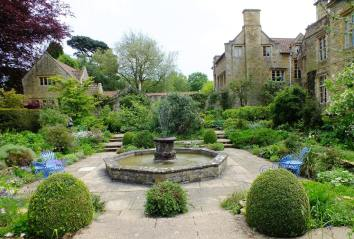 Sunken White Garden