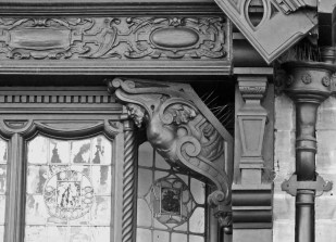 mouldings and brackets