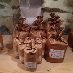 farine (en sachets réutilisables) moulin du Keriolet (c) ea marzarte Small & beautiful