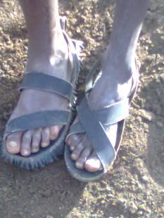 Photo0746 masai shoes (c) Ea Marzarte - Small = Beautiful