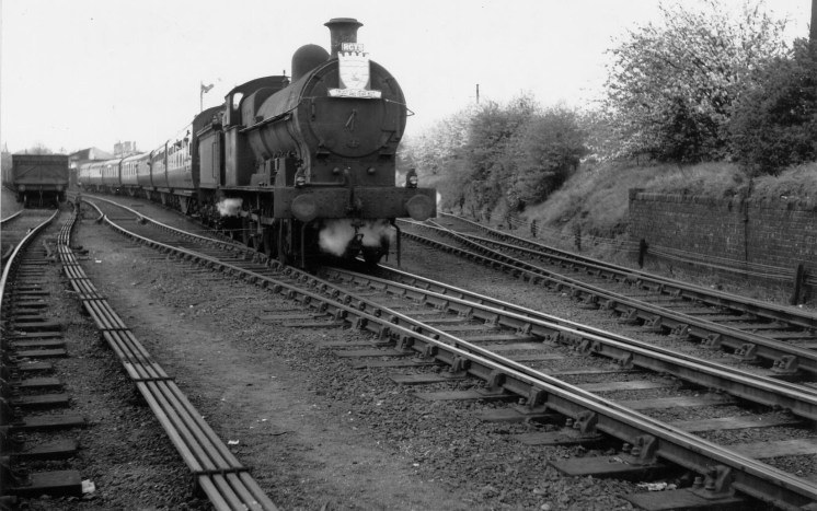 1st Herts Railtour 29 leaving Abbey for Watford No 49431