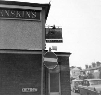 Great Northern Pub London Road 1968